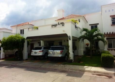 Se vende casa en Mediterraneo Club Residencial, Mazatlán