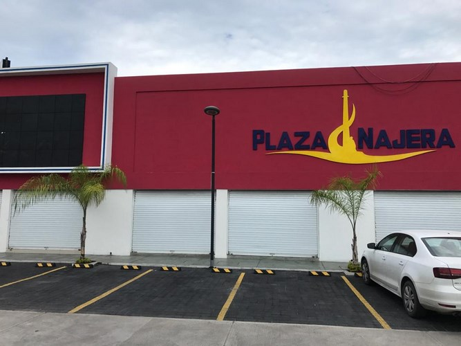 Se vende local comercial en Plaza Najera - Mazatlán