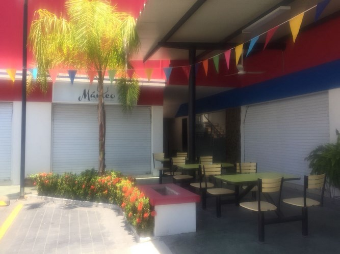 Se renta local 8 en Plaza Najera - Mazatlán